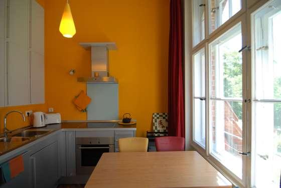 bildergalerie fewo berlin mitte ferienwohnung im alten speicher die k che. Black Bedroom Furniture Sets. Home Design Ideas