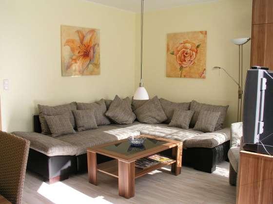 bildergalerie ferienwohnungen fewo berlin k penick fewo wohnzimmer schlafcouch. Black Bedroom Furniture Sets. Home Design Ideas